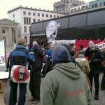 Asylbewerber 05 - Eine kleine Schar von Unterstützern zeigen sich den Asylbewerbern gegenüber solidarisch (Bild: Thilo Tiede)