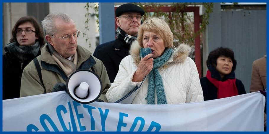 Gerda Ehrlich: Mahnwache vor der nordkoreanischen Botschaft in Berlin (Bild: David Vogt)