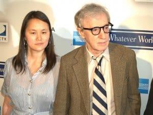 Woody Allen und seine Ziehtochter und Ehefrau Soon-Yi Previn (Bild: David Shankbone, CC BY 2.0)