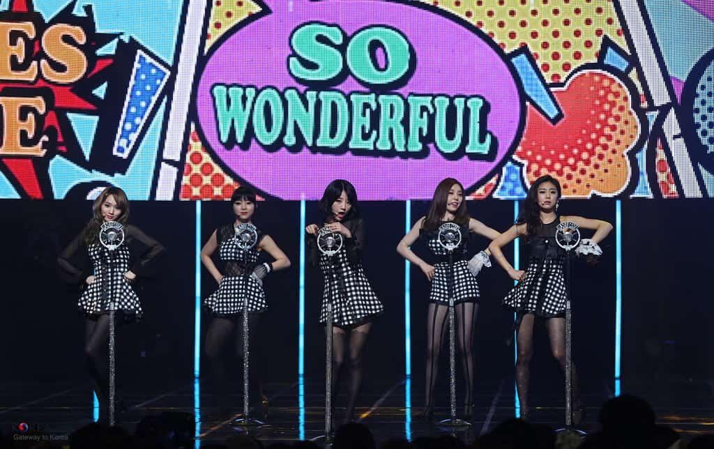 """Erst letztes Jahr debütiert und schon erfolgreich: Die Girl-Group Ladies' Code bei einem ihrer Auftritte mit dem Song """"So Wonderful"""". (Bild: Republic of Korea, CC-BY-SA 2.0)"""