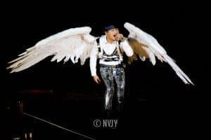 Die Show gehört dazu: K-Pop-Stars stehen oft mit ungewöhnlichen Kostümen auf der Bühne. (Bild: Nicole Voon, CC BY 2.0)