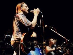 Gitarre statt iPad - Win Butler von Arcade Fire (Bild: monophonic.grrrl, CC BY-SA 2.0)