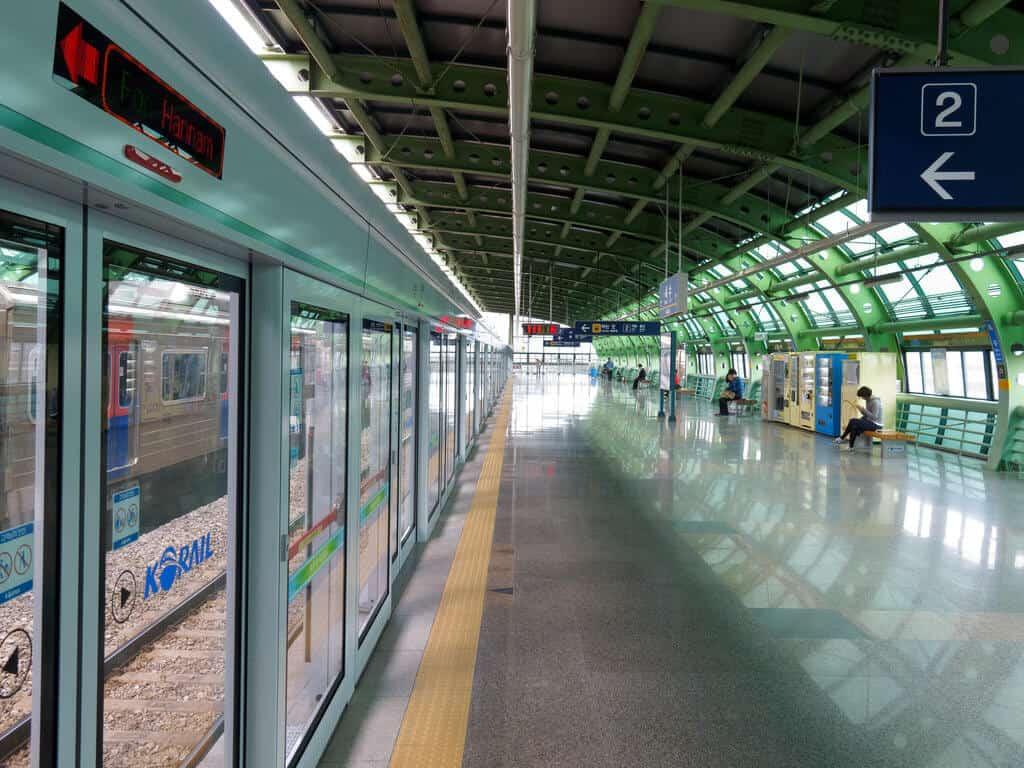 Ein typischer Bahnhof in Seoul (Bild: Tom Page, CC BY-SA 2.0)