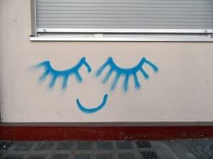 Heute kann Elke trotz ihrer Erblindung wieder lachen. (Bild: onnola, CC BY-SA 2.0)
