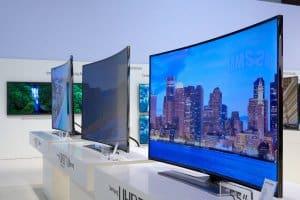 Neuste Entwicklung im TV-Segment: Samsungs UHD Curved Fernsehgeräte (Bild: K?rlis Dambr?ns, CC BY 2.0)